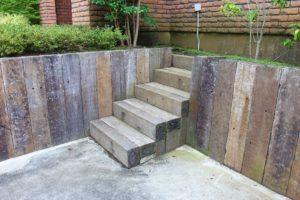 枕木の階段